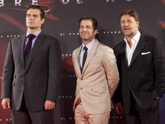 Henry Cavill, Russell Crowe y Zack Snyder en Madrid