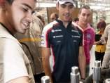 Pastor Maldonado, en la fábrica de Renault en Sevilla