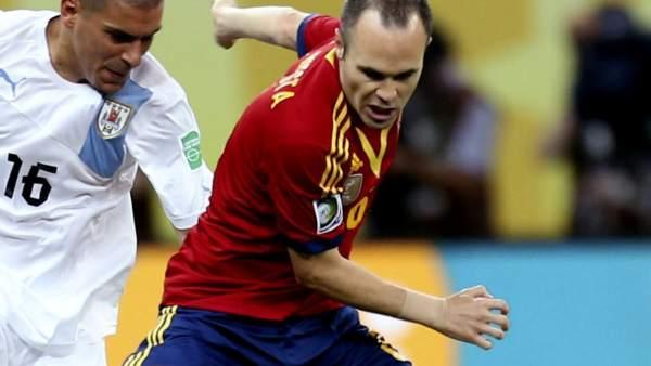 Iniesta, durante el partido contra Uruguay en la Copa Confederaciones 2013