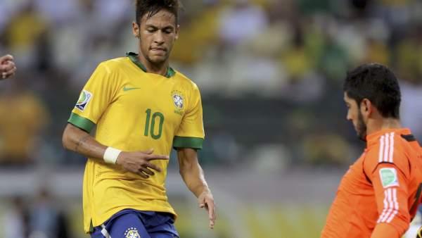 Neymar le marca un gol a México