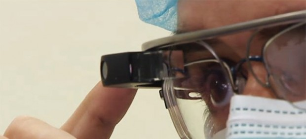 Médicos españoles realizan la primera intervención quirúrgica del mundo con Google Glass