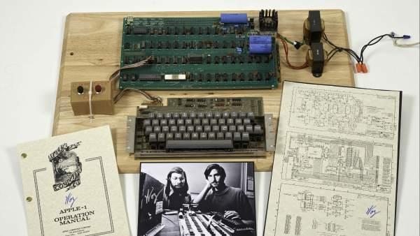 c566abf3a1e Sale a subasta el primer ordenador Apple creado por Steve Jobs y Steve  Wozniak