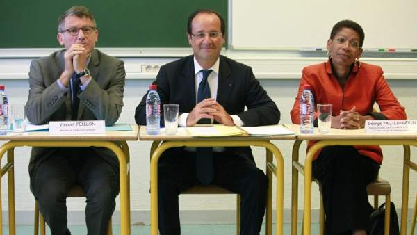 Visita de Peillon y Hollande a un centro educativo