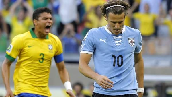 Thiago Silva y Forlán, Brasil - Uruguay