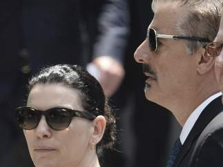 Los actores estadounidenses Juliana Margulies (i) y Chris Noth (d).
