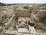 Hallan 63 cuerpos en un mausoleo de Perú