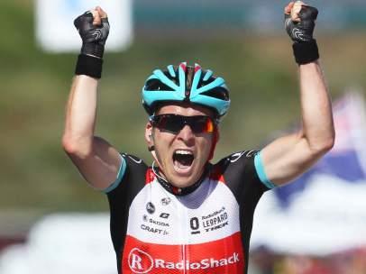 Jan Bakelants gana la segunda etapa del Tour