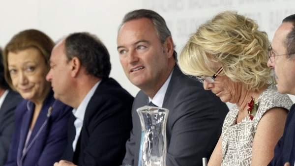 La presidenta del PP de Madrid, Esperanza Aguirre (primera por la derecha)  durante la reunión del Comité Ejecutivo Nacional del partido.
