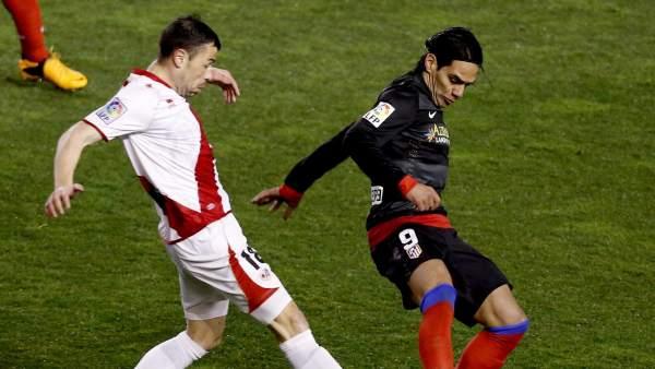 Javi Fuego, en un partido con el Rayo Vallecano