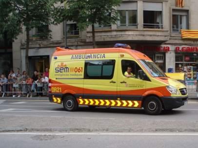 Una ambulancia del SEM, que dejarán de ir pintadas de color naranja.