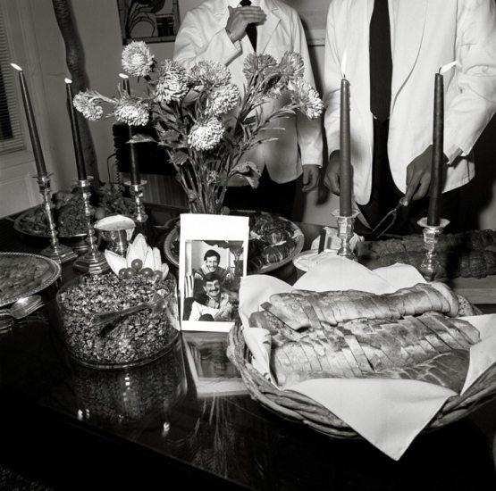 'New York, 1987' - 'Portraits in the Time of AIDS, 1988'. Rosalind Solomon (Illinois - EE UU, 1930) decidió en 1987 retratar a enfermos del sida cuando ese año leyó un artículo en el 'New York Times' que sugería que los afectados por aquella desconocida epidemia debían ser alejados de los demás como se hacía con los enfermos de lepra