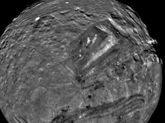 Miranda, satélite de Urano.