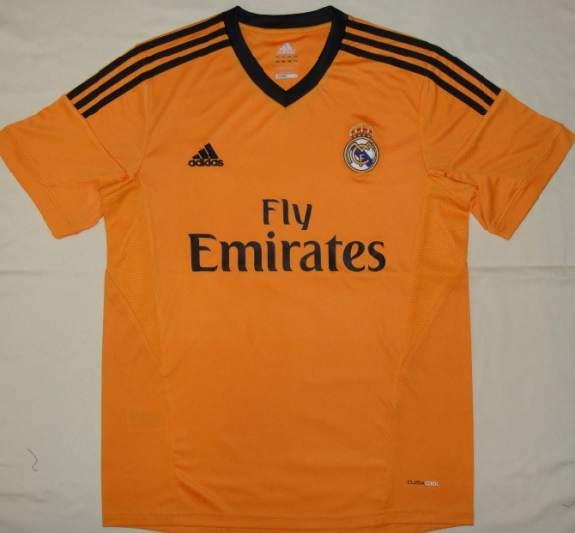 Foto  Tercera camiseta del Real Madrid 2013 2014  fba9243a53a93