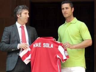 El navarro Kike Sola, presentado por el Athletic