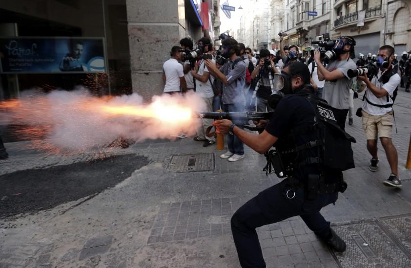 La Policía desaloja la plaza Taksim