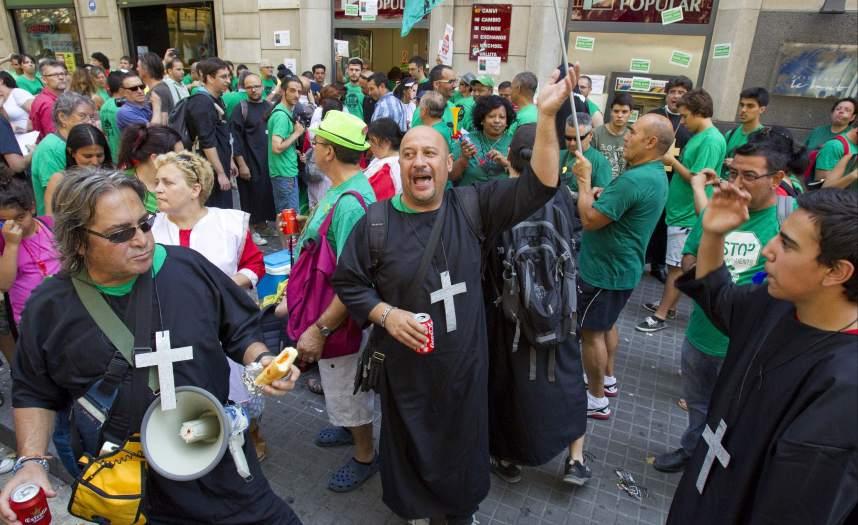 Desalojan a miembros de la pah que ocuparon una oficina for Oficinas banco popular barcelona