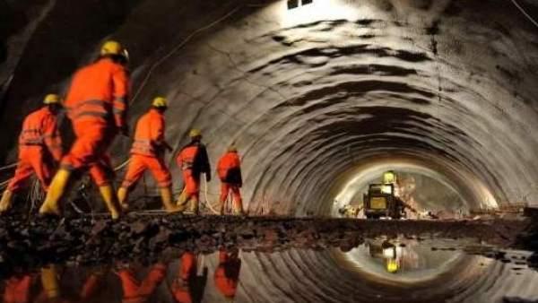Trabajadores en túnel