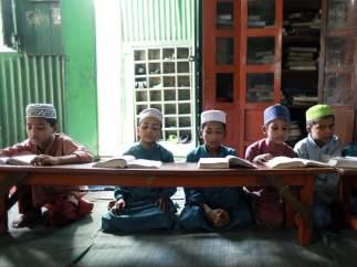Alumnos de una madrasa en Bangladesh