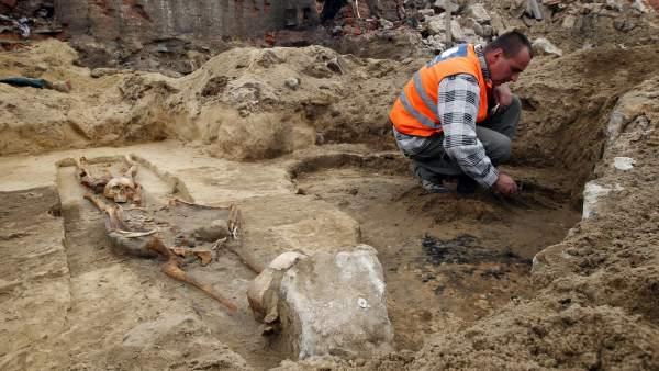 Descubren varias tumbas de vampiros en Polonia