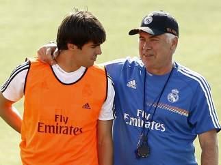 Carlo Ancelotti conversa con Kaká