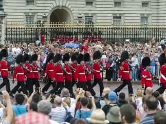 Los británicos celebran el nacimiento del bebé real