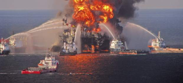 Incendio en la plataforma petrolífera de BP