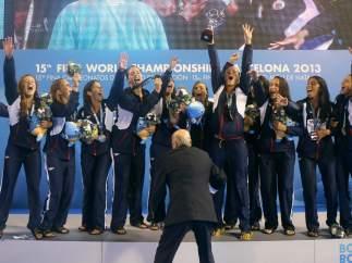 Las campeonas en el podio