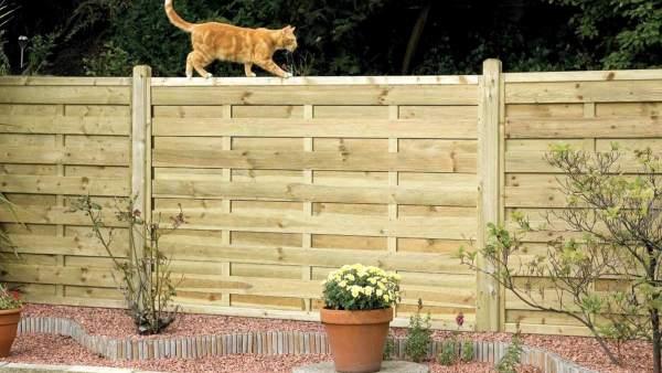 C mo garantizar la intimidad en nuestra terraza o jard n - Vallas de plastico para jardin ...