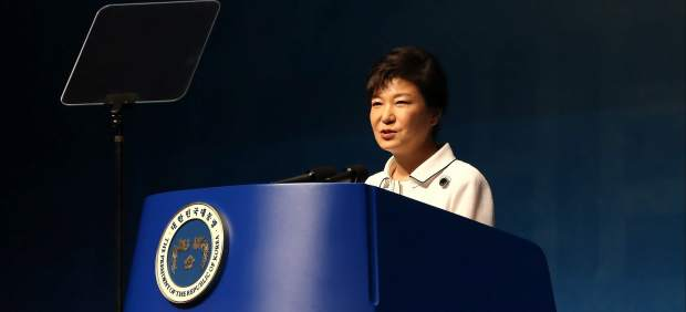 El parlamento surcoreano aprueba la destitución de la presidenta, Park Geun-hye