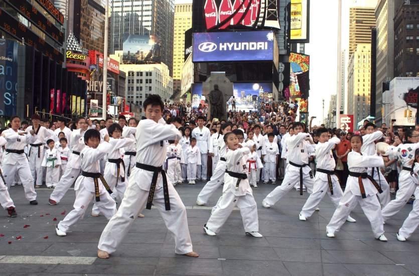 Un 'flash-mob' para celebrar el Día de la Liberación de Corea