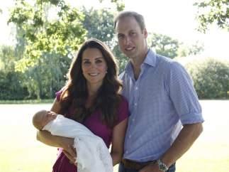 Los Duques de Cambridge y su hijo