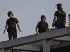 Agentes de la Policía, en el lugar en el que se produjo el tiroteo.