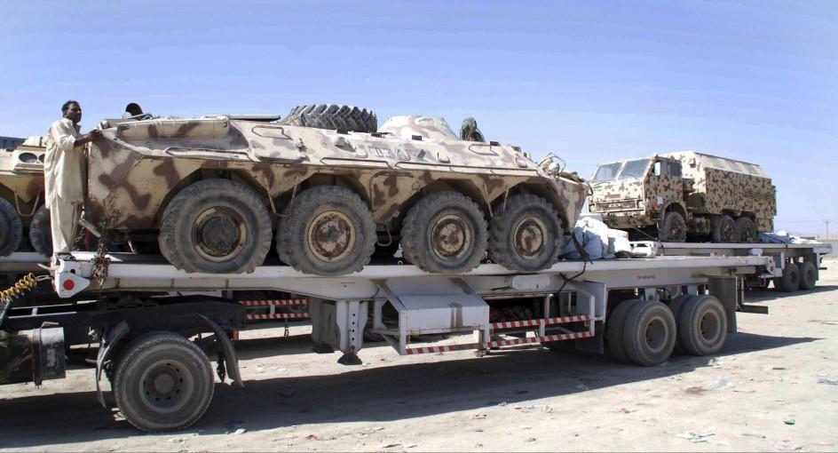 Vehículos militares de la OTAN cruzan la frontera