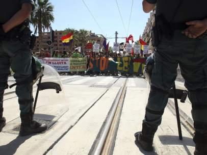 Protestas en la inauguración de la Línea 2 del TRAM de Alicante