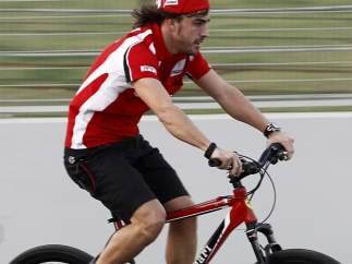Fernando Alonso, en bici