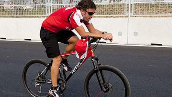 Fernando Alonso, el último deportista que se apunta a rescatar equipos en quiebra