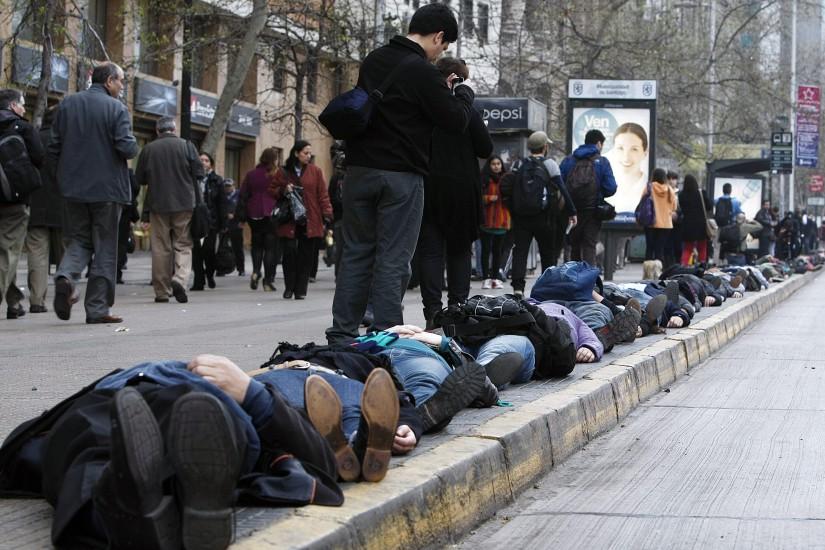 Cadena humana para recordar a los desaparecidos en la dictadura de Pinochetc