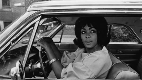 Hombes y mujeres al volante