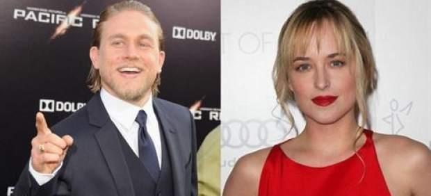 Dakota Johnson y Charlie Hunnam