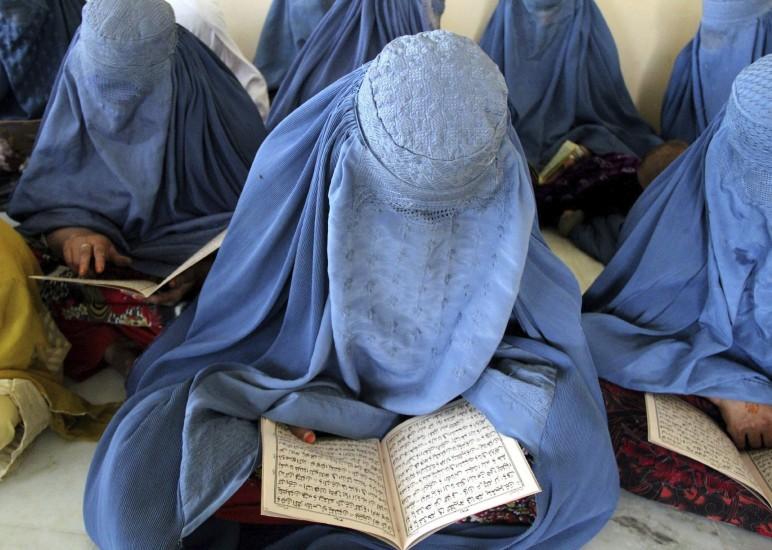 Aprenden a leer el Corán
