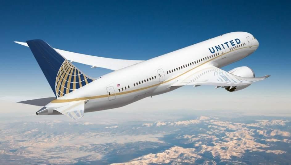 Resultado de imagen de united airlines prohibe a unas chicas volar por sus leggins
