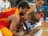 Marc Gasol lucha un balón