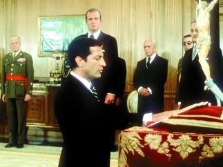 Adolfo Suárez jura como presidente