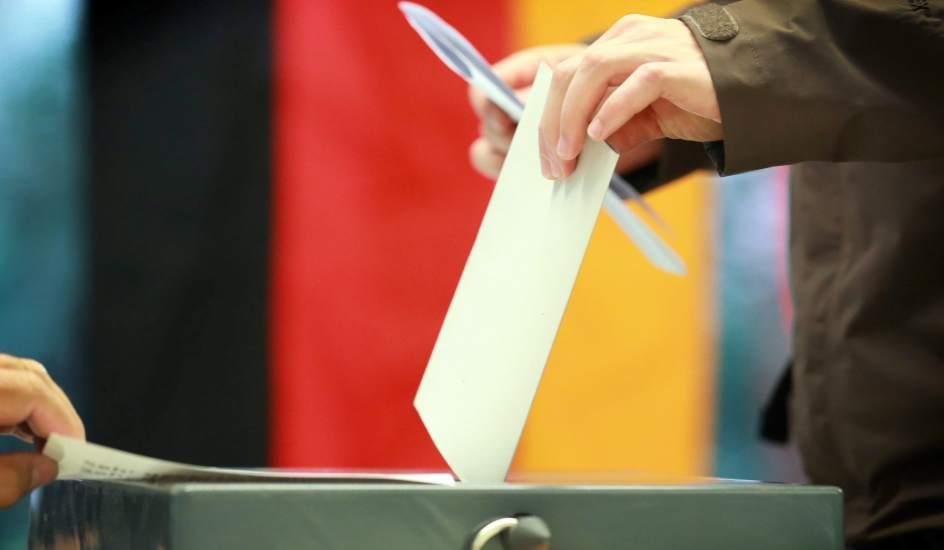 Resultado de imagen para Alemania admitió 42 partidos para elecciones