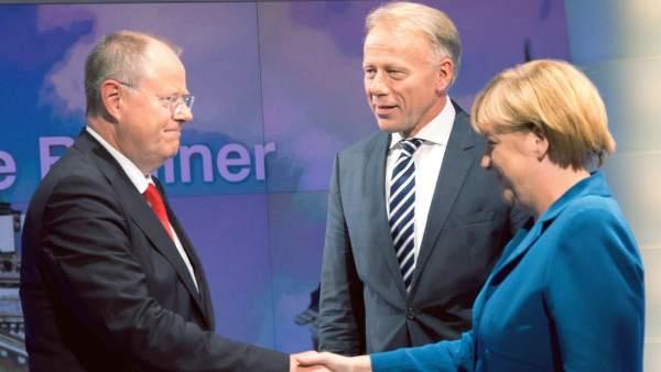 Merkel con los líderes del SPD y Los Verdes