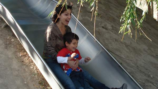 Pilar Castellanos y su hijo