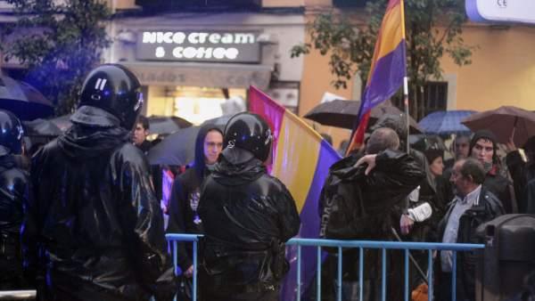 Banderas republicanas en la protesta