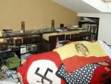 Hallan una bandera franquista en la vivienda de un diputado de Amanecer Dorado