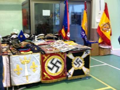 Interior de la exposición de Quijorna, con símbolos nazis