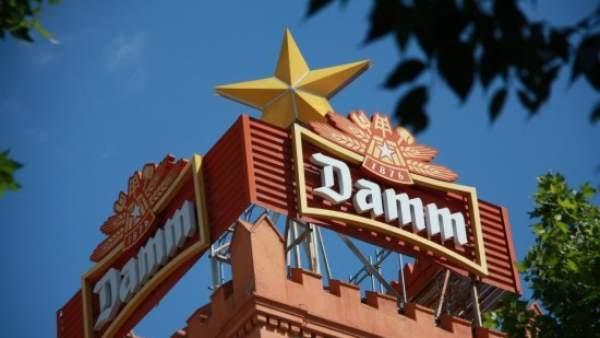 Imagen de la torre con la estrella Damm en la sede institucional del grupo cervecero catalán.